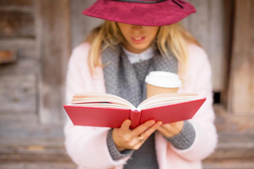 Engellehre - Frau mit Buch